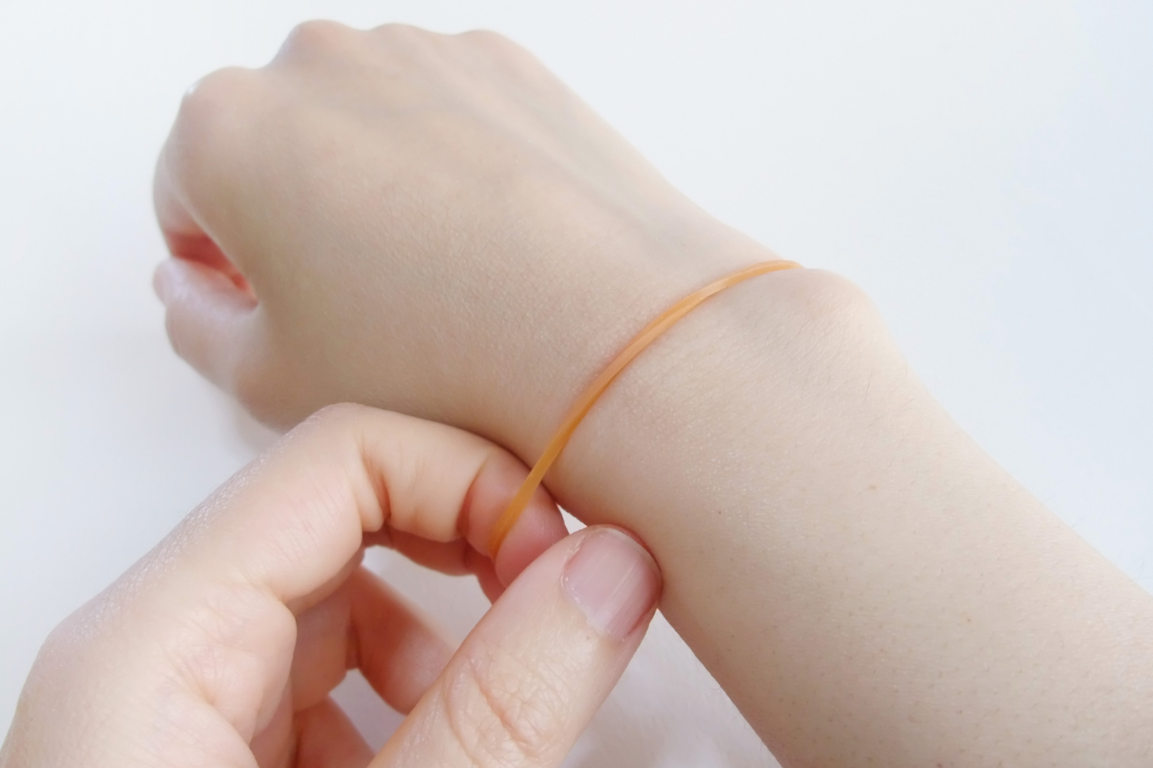 snapping rubber band on wrist self-harm